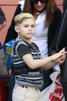 Gwen Stefani and Gavin Rossdale take their boys Kingston and Zuma shopping at Tom's Toys