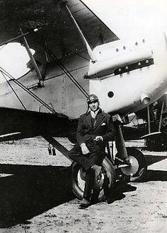 Henri Guillaumet posant devant son Potez 25, 1929.