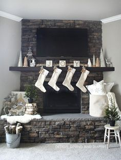 Awesome 63 Inspiring Christmas Fireplace Mantel Decoration Ideas. More at https://trendecor.co/2017/10/25/63-inspiring-christmas-fireplace-mantel-decoration-ideas/