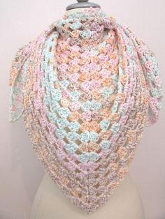 Mein gehäkeltes Dreieckstuch pastell-color Halstuch von handmade! Größe  für 18,00 €. Sieh´s dir an: http://www.kleiderkreisel.de/accessoires/tucher/140229386-gehakeltes-dreieckstuch-pastell-color-halstuch.