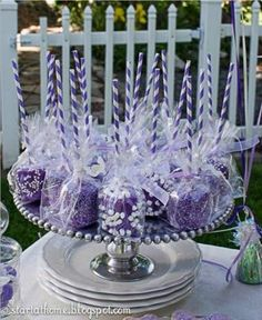 "Disney ""Descendants"" or villain party food ideas - Dipped Marshmallow in lieu of cake pops. READ IT: http://grown-up-disney-kid.tumblr.com/post/131463355709/how-to-have-a-wickedly-evil-descendants-party"