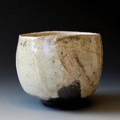 Chawan (tea ceremony bowl) - Hikidashi technique x x inches This chawan will come with tomobako. Porcelain Dinnerware, Porcelain Ceramics, Ceramic Bowls, Ceramic Art, Painted Porcelain, Porcelain Tiles, Fine Porcelain, Raku Pottery, Pottery Mugs