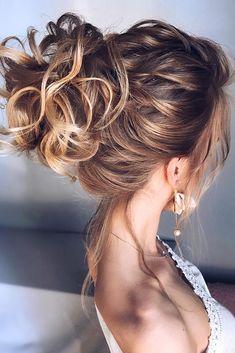 Oh So Perfect Curly Wedding Hairstyles ★ curly wedding hairstyles trendy textured high bun on blonde hair hair_vera Loose Bridal Hair, Curly Wedding Hair, Wedding Hairstyles For Long Hair, Summer Hairstyles, Engagement Hairstyles, Curly Hair With Bangs, Short Curly Hair, Curly Hair Styles, Natural Hair Styles
