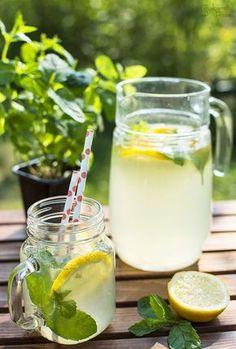 Smakiem Pisany: apetyczny, aromatyczny, kulinarny blog: Lemoniada cytrynowa z miętą Aperol Drinks, Pumpkin Smoothie, Smoothie Drinks, Glass Of Milk, Liquor, Brewing, Panna Cotta, Drinking, Juice