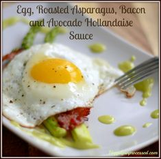 Why settle for an ordinary breakfast when you can make this in under 15 minutes? Eggs, crisp bacon, perfectly cooked asparagus and a creamy hollandaise sauce
