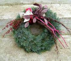 Výsledek obrázku pro dusickove kose Fresh Wreath, Funeral, Christmas Wreaths, Holiday Decor, Flowers, Plants, Art Floral, Home Decor, Autumn