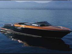THE Riva Aquarama speed boat from Ferretti yachts in Italy. My fave. The Luxury Life / Lifestyles of The Rich Sport Boats, Ski Boats, Fast Boats, Cool Boats, Yacht Design, Boat Design, Riva Boot, Course Vintage, Wooden Speed Boats