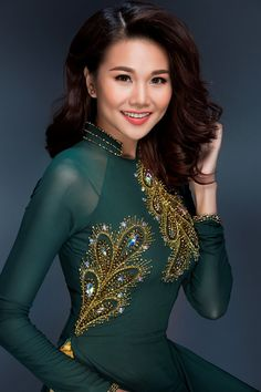 Beautiful Asian Women, Beautiful Gowns, Beautiful Outfits, Vietnamese Traditional Dress, Traditional Dresses, Vietnamese Clothing, Embroidery Suits Design, Special Dresses, One Piece Dress