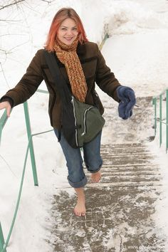 Going Barefoot, Walking Barefoot, Barefoot Girls, Snow Girl, Cold Feet, Cold Weather, Winter Jackets, Classy, Beautiful