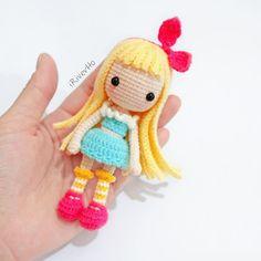🎀 oh! Still love u. 🙌🏻 Yarn Dolls, Knitted Dolls, Crochet Dolls, Crochet Doll Pattern, Crochet Art, Kawaii Crochet, Kawaii Doll, Amigurumi Doll, Handmade Toys