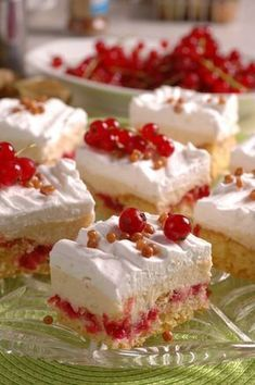 Pudingové kocky s ríbezľami Baking Recipes, Snack Recipes, Dessert Recipes, Snacks, Dessert Ideas, Low Calorie Desserts, Easy Desserts, Healthy Cookies, Yummy Cookies
