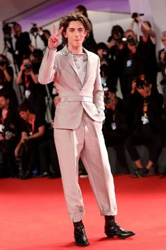 'Modanın kralı' Timothee Chalamet Venedik Film Festivali'nde 'King of Fashion' Timothee Chalamet au Festival de Venise - 1 Beautiful Boys, Pretty Boys, Beautiful People, Venice Film Festival, Timmy T, Jamie Hewlett, Album Design, Carole Lombard, Barbara Stanwyck