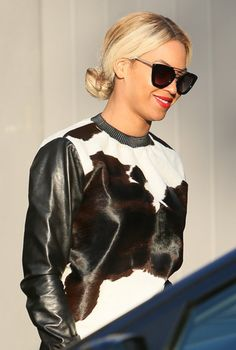 Beyonce Knowles: leather a fur jumper. Beyonce Knowles Carter, Beyonce And Jay Z, My Life Style, My Style, Capsule Wardrobe, Celebrity Look, Celebrity Couples, Celebrity News, Queen B