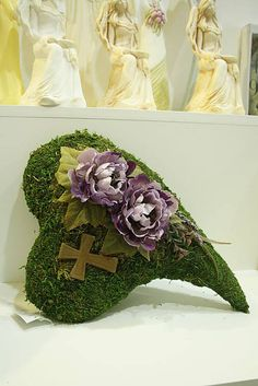 Machové srdce Sympathy Flowers, Funeral Flowers, Cemetery, November, Projects To Try, Christmas Decorations, Wreaths, Heart, Handmade