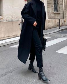 - 。・:*:・゚★ Black Fashion Style - Outfit Simple Black Outfits, All Black Outfits For Women, Winter Outfits For Work, Black Women Fashion, Classy Outfits, Look Fashion, Stylish Outfits, Clothes For Women, Womens Fashion