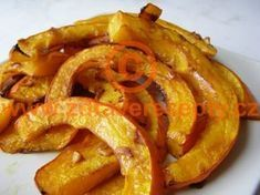 recept Pečená dýně hokaido Raw Vegan, Vegan Vegetarian, Paleo, Onion Rings, Food 52, Vegan Recipes, Food And Drink, Low Carb, Vegetables