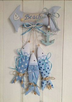Ev aksesuarları Fish Crafts, Beach Crafts, Nautical Theme, Hobbies And Crafts, Handicraft, Sewing Crafts, Sewing Projects, Fabric Fish, Fabric Postcards