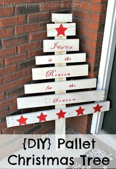 DIY Pallet Christmas Tree ~ Would Love This Out in My Front Yard!!!