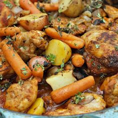 One-Pot Paprika Chicken Thighs Recept recept Hoofdgerechten met boneless skinless chicken thighs, kosher salt, freshly ground pepper, McCormick Smoked Paprika, olive oil, garlic, onions, sliced mushrooms, small potatoes, baby carrots, flour, chicken broth, white wine, fresh thyme