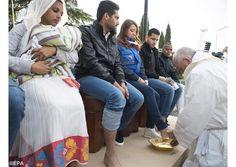 El Papa Francisco renovó el gesto de Jesús: paz y hermandad, contra traficantes de armas, guerras y terror - Radio Vaticano