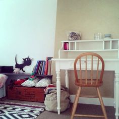 Gorgeous desk...Living With Kids: Lilian de Vries