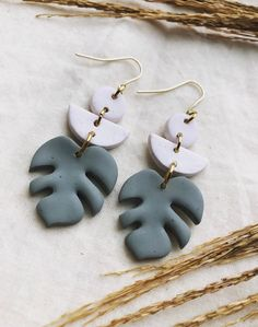 Diy Earrings Polymer Clay, Polymer Clay Tools, Handmade Polymer Clay, Earrings Handmade, Handmade Jewelry, Leaf Jewelry, Jewelry Crafts, Kawaii Jewelry, Clay Creations