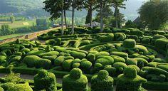 Сад замка Маркизъяк  Расположен во французском городе Везак и создавался на протяжении 3 столетий.