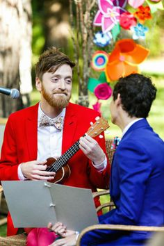 This #groom serenading his new hubby on the #ukulele is just making us melt. And we are digging their colorful #suits!