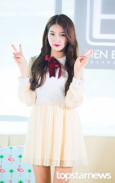 S Girls, Kpop Girls, Gfriend Sowon, G Friend, Girl Group, Rapper, Flower Girl Dresses, The Unit, Singer