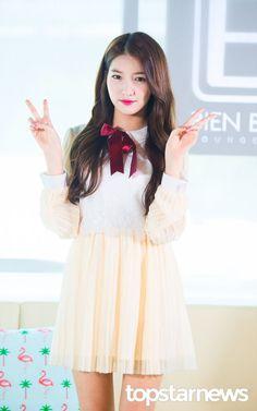S Girls, Kpop Girls, Gfriend Sowon, G Friend, Ulzzang, Girl Group, Rapper, Flower Girl Dresses, The Unit