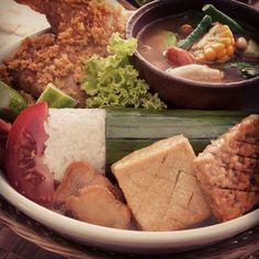 Makanan yang paling enak memang dari Indonesia. #Mohsalfa