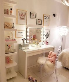 Girl Room Decor Ideas - What is the Girliest color? Girl Room Decor Ideas - What color makes a small room look bigger? Room Ideas Bedroom, Girl Bedroom Designs, Bedroom Decor, Makeup Room Decor, Makeup Rooms, Makeup Desk, Beauty Room Decor, Travel Room Decor, Cute Room Decor