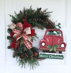We are loving this festive Christmas wreath featuring a vintage red car. Grapevine Christmas, Rustic Christmas, Christmas Holidays, Christmas Wreaths, Christmas Decorations, Holiday Decor, Craft Decorations, Christmas 2019, Holiday Fun