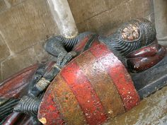 Worcester cathedral, effigy of armed knight.