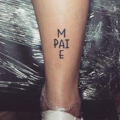 Tatuagem de pai e mãe: 85 opções para registrar esse amor na pele - Sie sind an der richtigen Stelle für geometric tattoo Hier bieten wir Ihnen die schönsten Bilde - Mini Tattoos, Cute Tattoos, Small Tattoos, Tatoos, Awesome Tattoos, Xoil Tattoos, Piercing Tattoo, Piercings, Tattoo Eyebrows