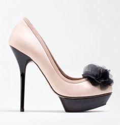 zapatos tacón pompón