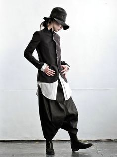 Yes, I would totally dress like this. if only I had the body, & the budget. Fashion Mode, Dark Fashion, Urban Fashion, Fashion Outfits, Womens Fashion, Looks Style, Style Me, Sarouel Pants, Estilo Dark