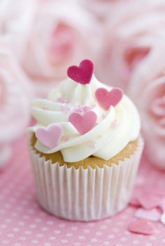 very pretty valentine cupcakes