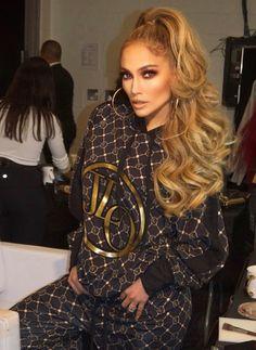 Jennifer Lopez at Summer 2019 Ponytail Hairstyles, Hairstyles With Bangs, Wedding Hairstyles, Cool Hairstyles, Curly Hair With Bangs, Curly Hair Styles, Jenifer Lopes, High Ponytails, Celebrity Hairstyles