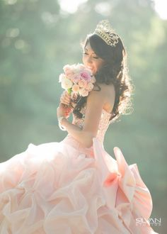 Tips for Selecting the Perfect Quinceanera Dress. The most essential element of a quinceanera for a girl is her gown! Prom Photography Poses, Quinceanera Photography, Quince Dresses, Ball Dresses, Girls Dresses, Sweet 15 Dresses, Pretty Dresses, Quinceanera Decorations, Quinceanera Dresses
