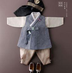 Baby boy's hanbok Korean Traditional Dress, Traditional Outfits, Baby Boy Fashion, Kids Fashion, Korea Dress, Modern Hanbok, Kids Dress Patterns, Korean Babies, Vogue Korea
