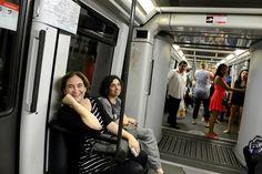 Ada Colau viaja en metro al ayuntamiento de Barcelona