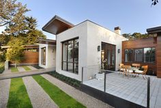 Modern Stucco Exterior Design Ideas, Pictures, Remodel and Decor Exterior Design, Green House Design, Modern Garden Design, Interior Design Courses, Latest House Designs, Sustainable Home, Modern, Modern Landscaping, Stucco Exterior