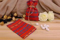 Πουγκί Υφασμάτινο Boho BBF-094730-3  Υφασμάτινο πουγκί boho παραδοσιακό, κόκκινο.Δημιουργήστε εύκολα και γρήγορα μια μπομπονιέρα όπως εσείς την έχετε σκεφτεί. Συνδυάστε με μια μεγάλη ποικιλία χρωμάτων και υλικών, κορδέλες, κορδόνια, δαντέλες και ξύλινα ή μεταλλικά διακοσμητικά στοιχεία (μοτίφ) και αφήστε τη φαντασία να σας οδηγήσει.Διαστάσεις: 11x19cm Gifts, Home Decor, Presents, Homemade Home Decor, Favors, Interior Design, Home Interior Design, Decoration Home, Home Decoration