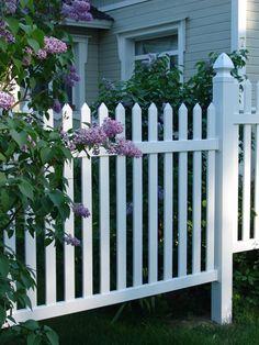 Aita antaa talolle kehykset, portti kutsuu kylään | Aidat ja portit |