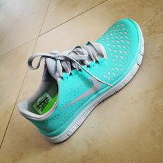 Nike Shoes OFF! Nike Shoes For Women love this color! Outfits Jeans, Nike Shoes Outfits, Casual Outfits, Fashion Outfits, Black Nike Shoes, Nike Free Shoes, Blue Nike, Blue Shoes, Crazy Shoes
