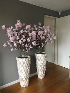 Tall Vase Decor, Home Decor Vases, House Plants Decor, Home Decor Furniture, Plant Decor, Table Cafe, Decoration Plante, Orchid Arrangements, Decorated Jars