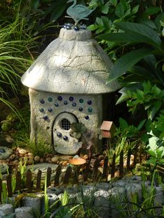 Prairie Rose's Garden: A Visit to An Enchanted Garden - I love the wee little labyrinth