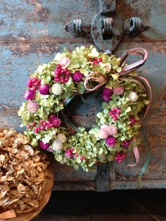 Hydrangea arborescens 'Anaabelle' and Gomphrena globosa with Wreath