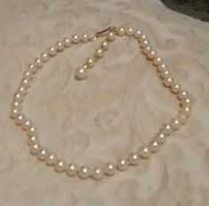 """Vintage white pearl style necklace 5"""" long #201"""